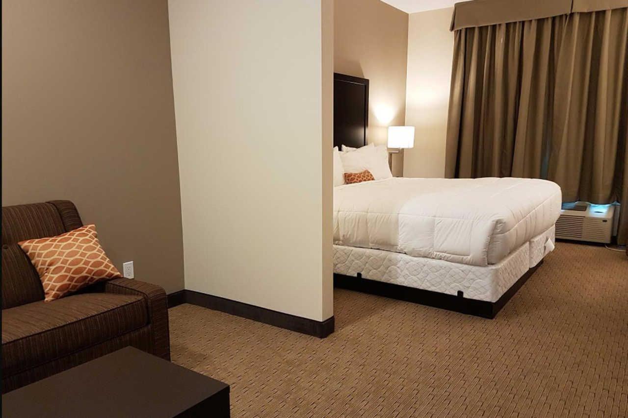 1-king-bed-efficiency-suite-5.jpg