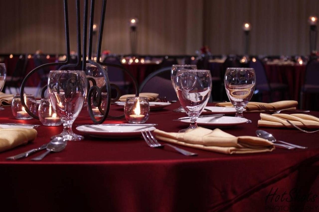 banquet-room-_burgandy-place-setting.jpg.1080x0.jpg