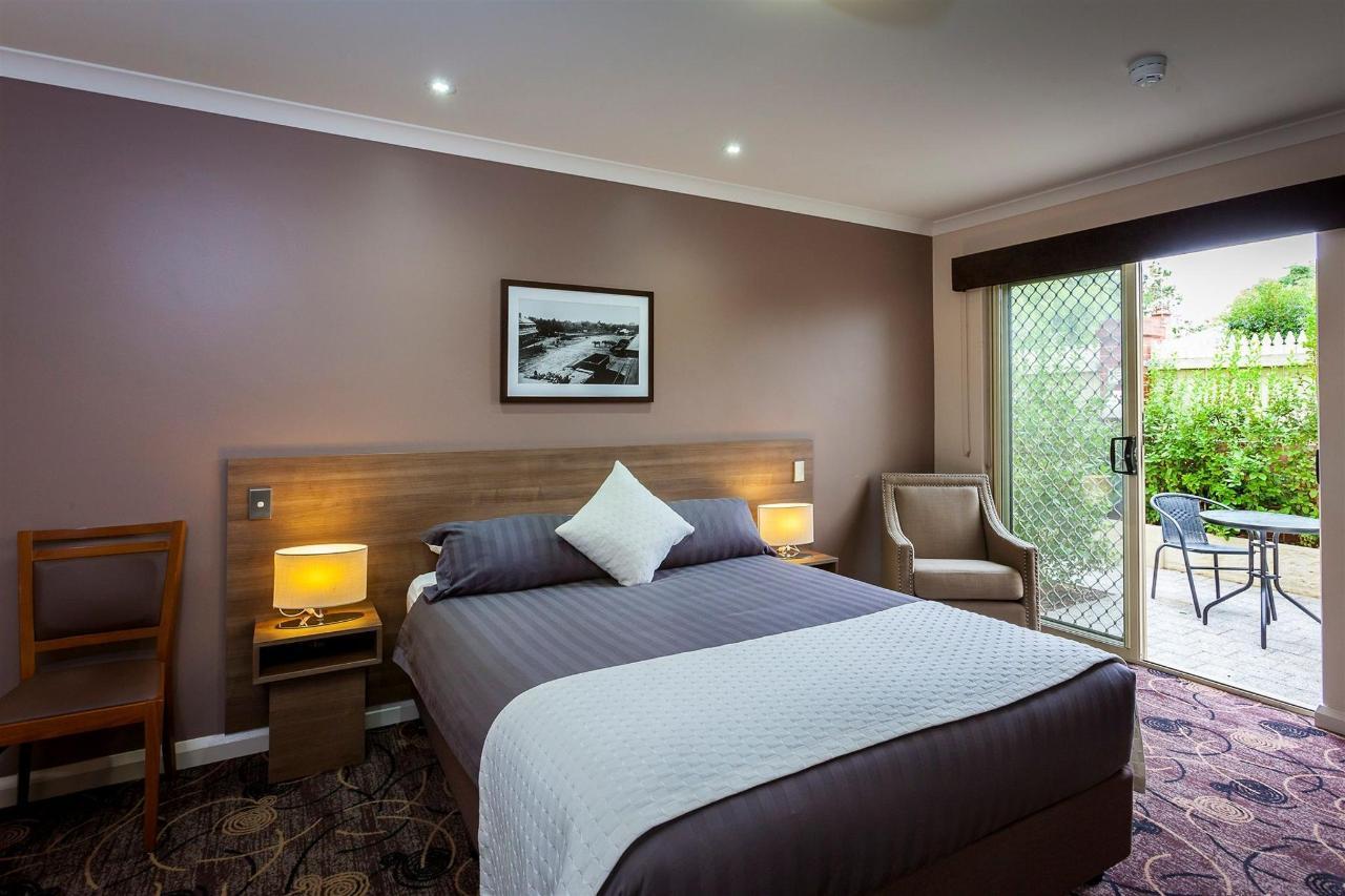 Premium Queen Room.jpg