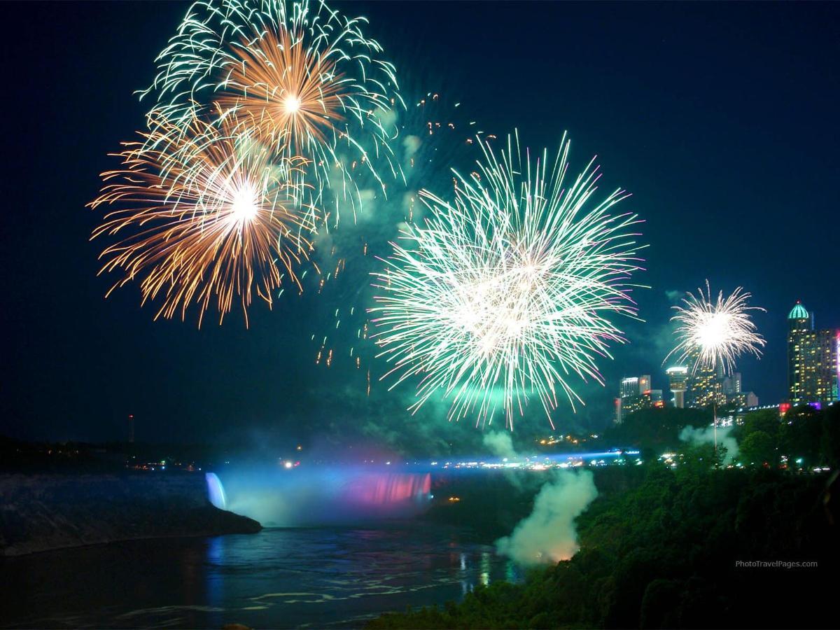 fireworks_niagara_1600.jpg