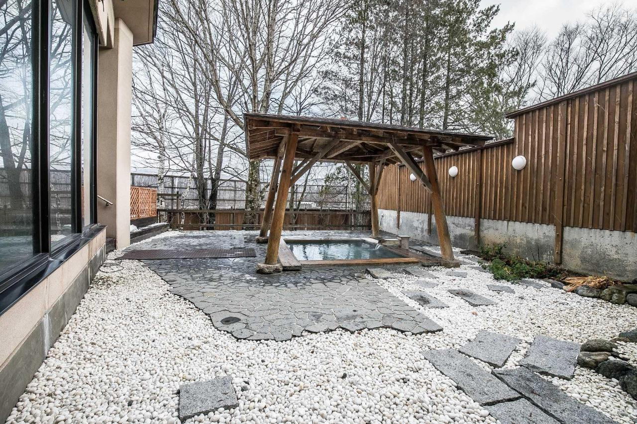 Hot spring.jpg
