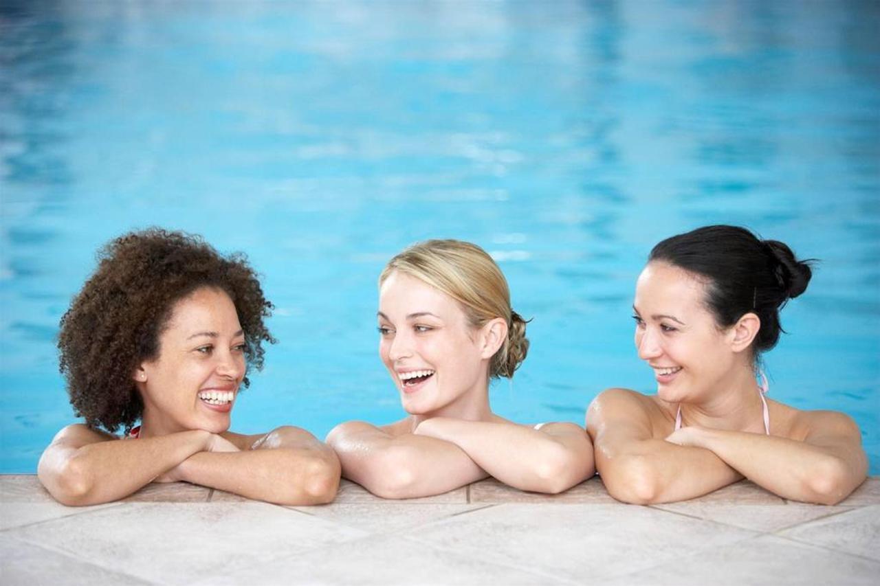 women-pool.jpg.1024x0.jpg