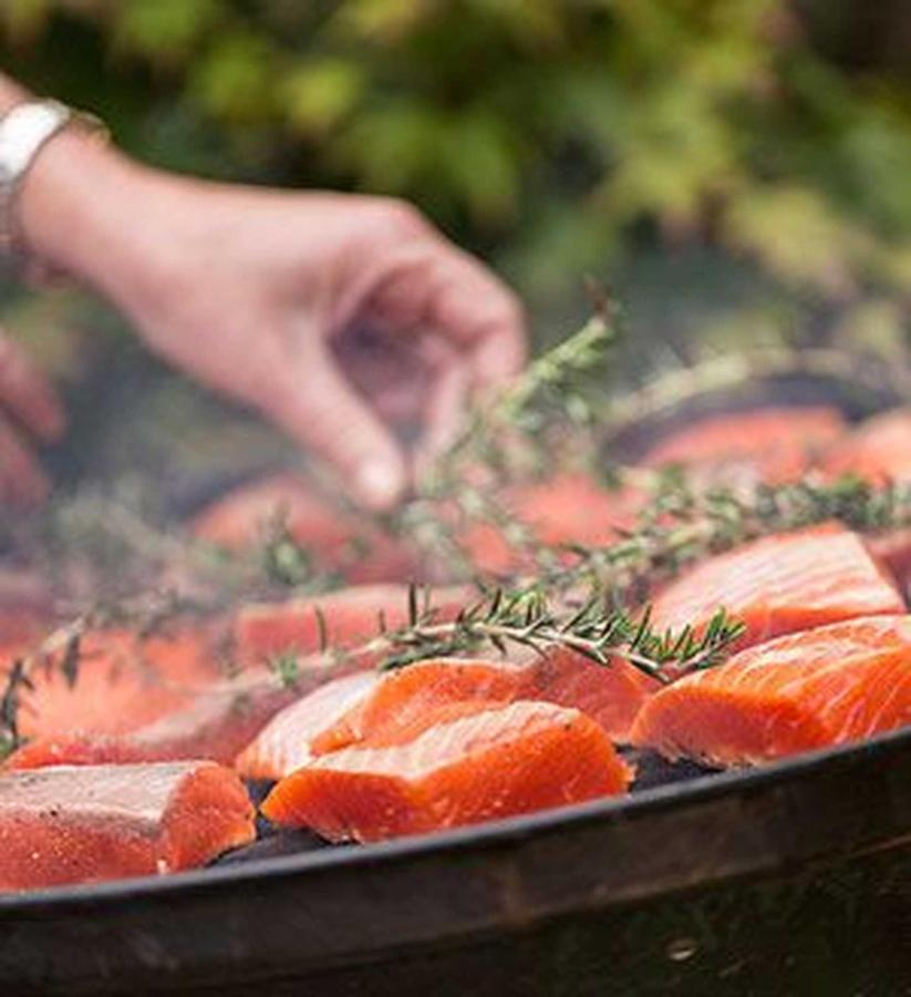 salmon-and-rosemary-vert.jpg.1920x0.jpg