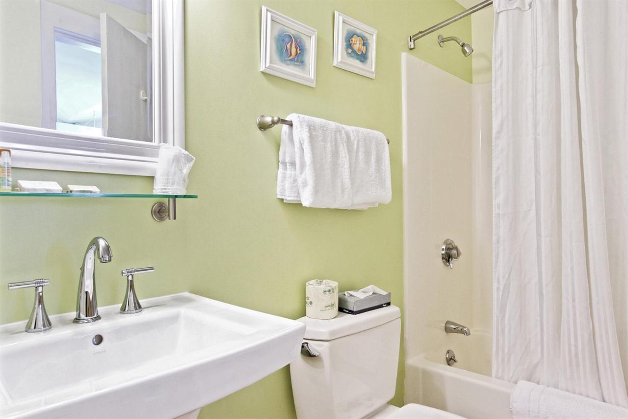 queen-std-bath.jpg.1920x0.jpg
