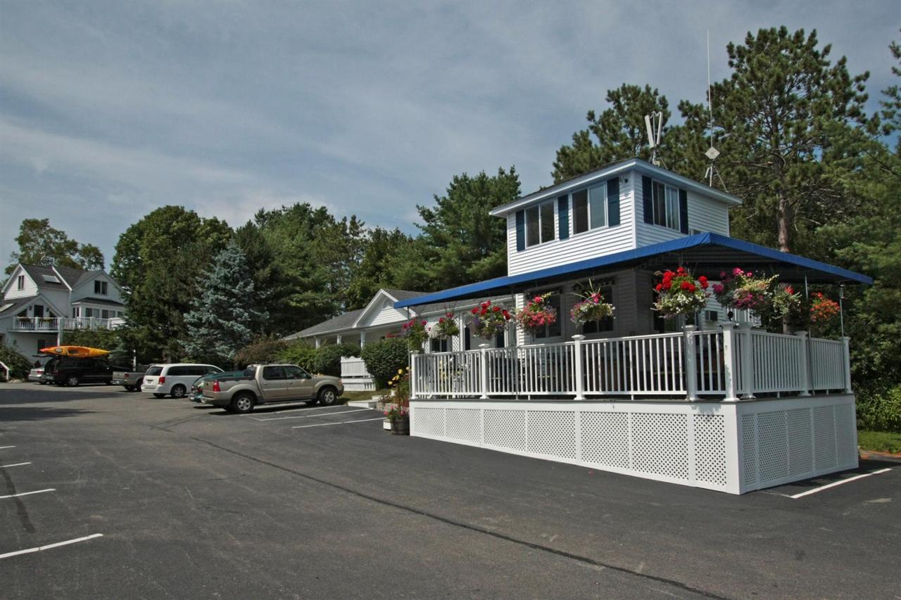 breakfast-area-porch.jpg.1920x0.jpg