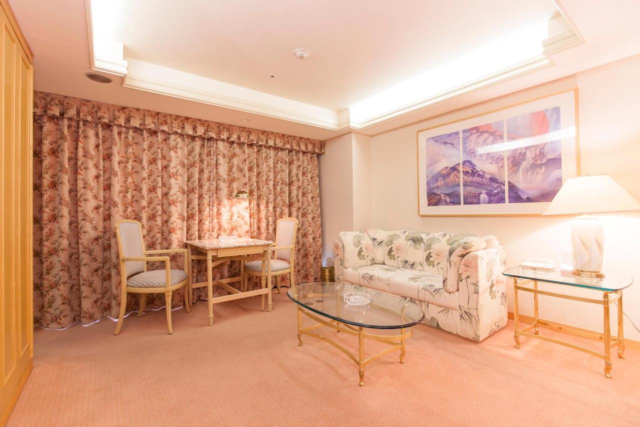 guest room.jpg