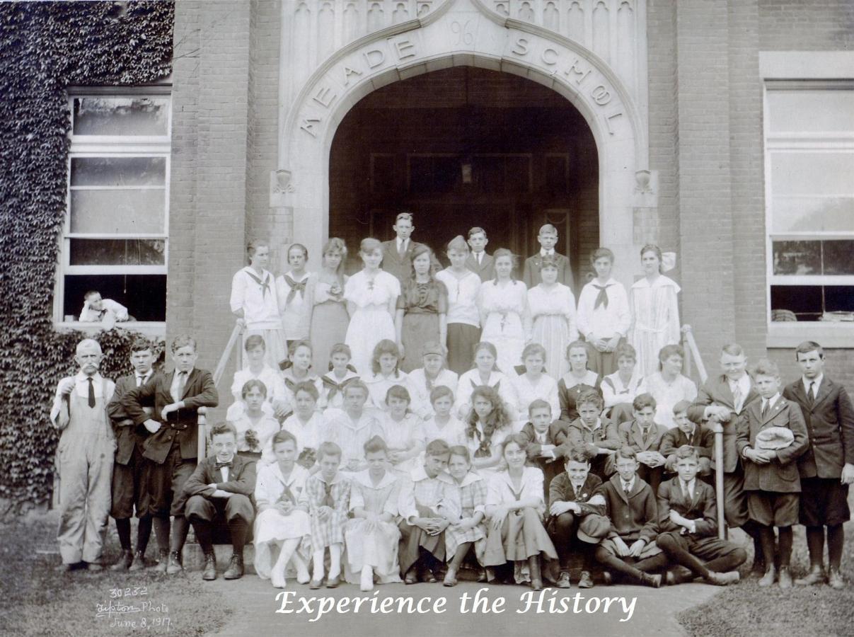 schoolclass1917-1.jpg