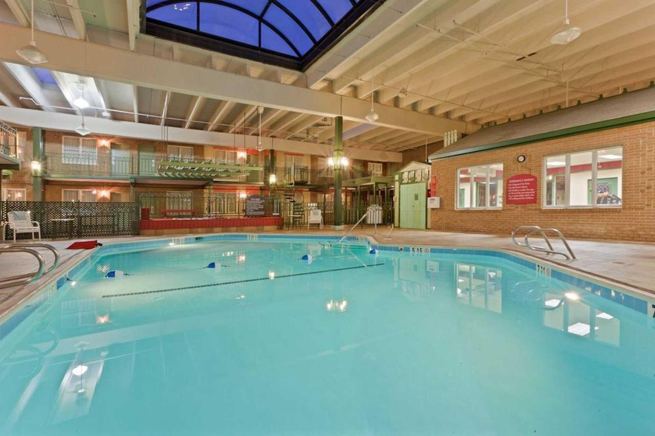 holiday-inn-frederck-fredrick-pool-3_preview.jpg.1920x0.jpg