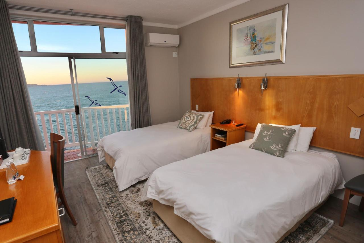 2018 KOMFORT TWIN ROOM SEAVIEW.1.jpg