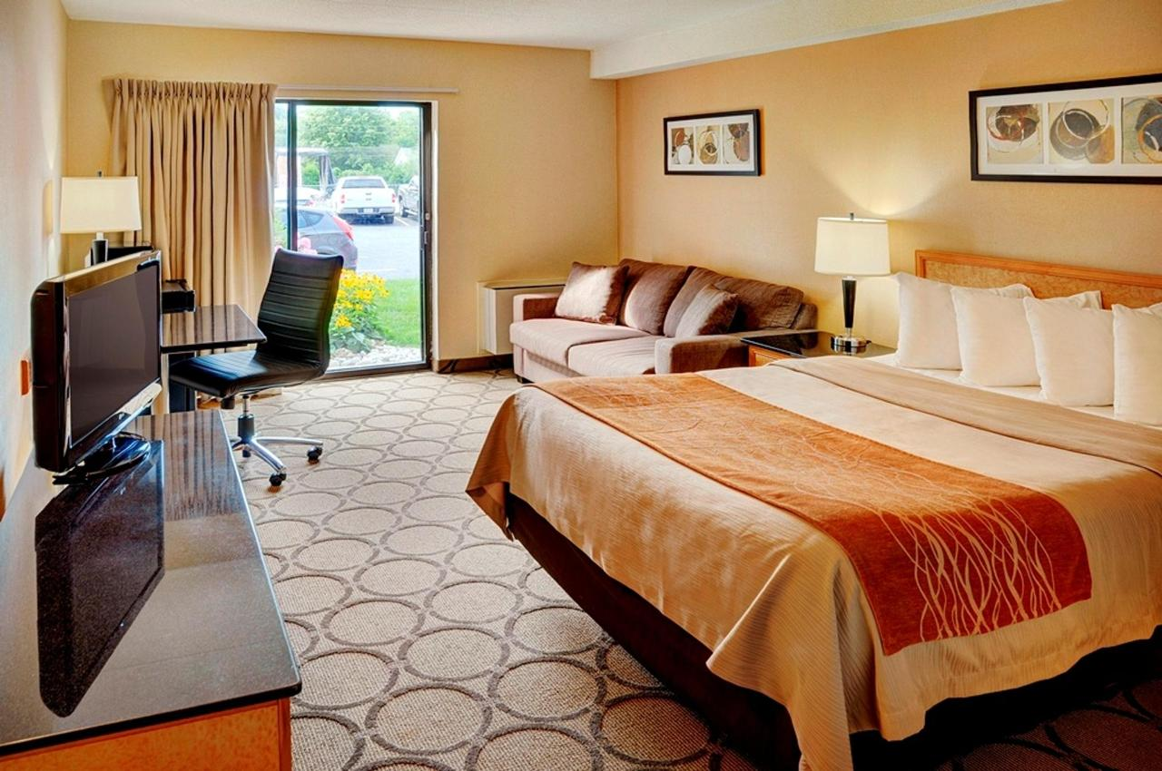 new-spacious-pillowtop-king-guestrooms.jpg.1024x0.jpg