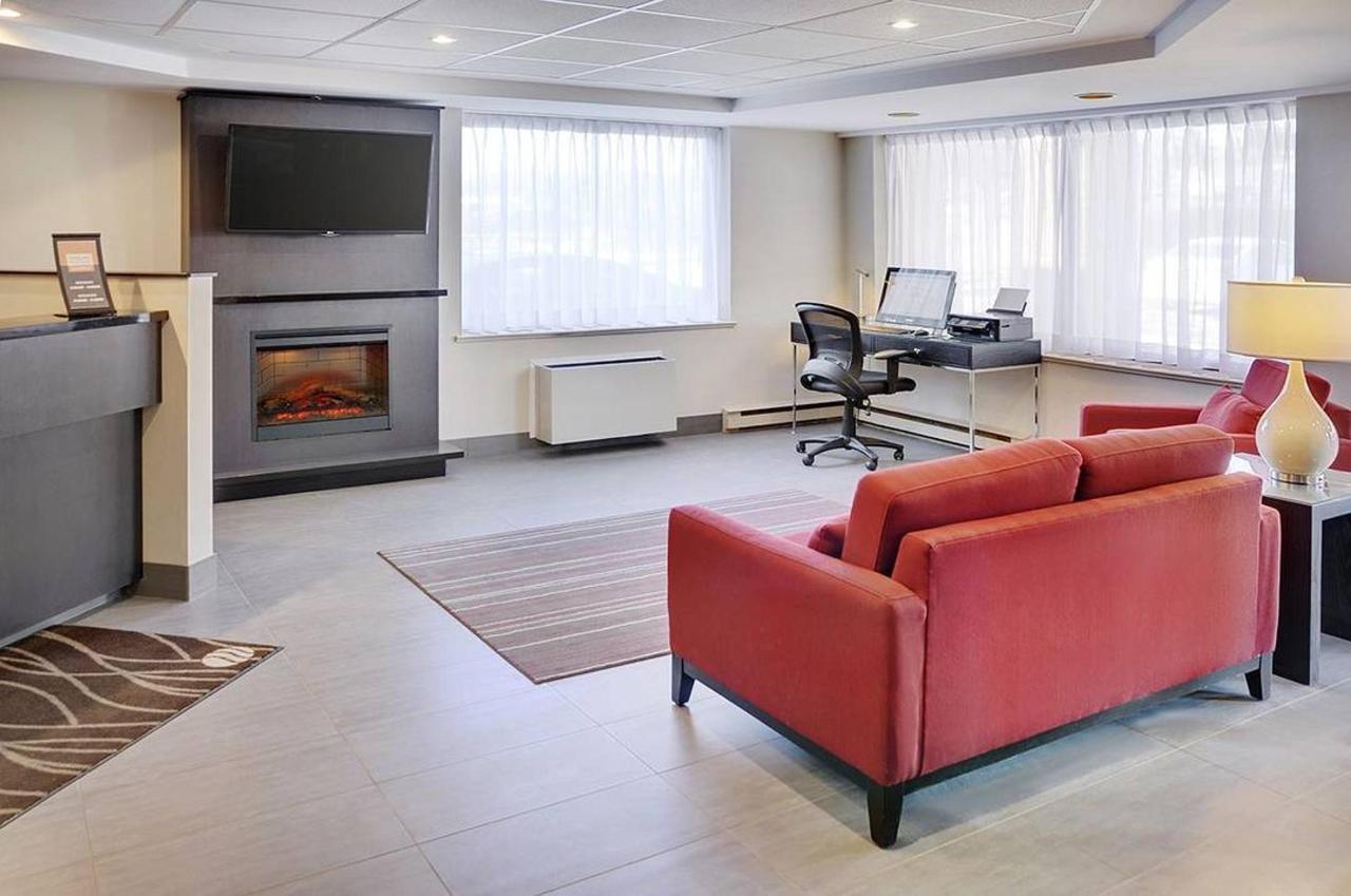 03-lobby.jpg.1080x0.jpg