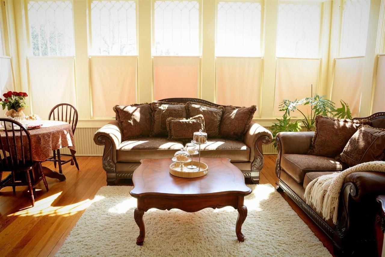 cogdell-suite-sala de estar-ofertas-de lujo-asientos-comedor-y-relajantes-opciones-en-el-hierro-caballo-inn.jpg.1920x0.jpg