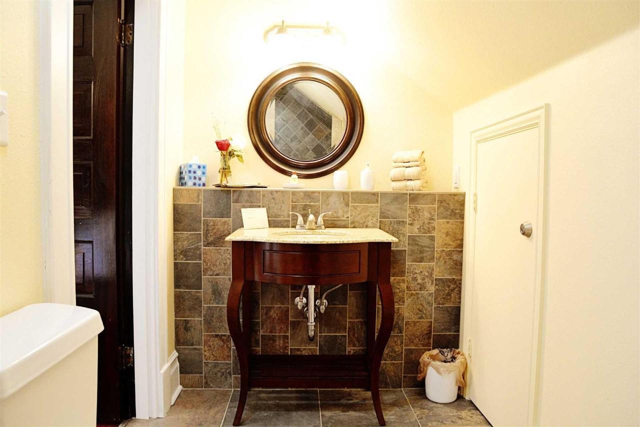 philippa-s-balcony-bathroom-beautifully-tiled-with-luxury-amenities-at-the-iron-horse-inn.jpg.1920x0.jpg