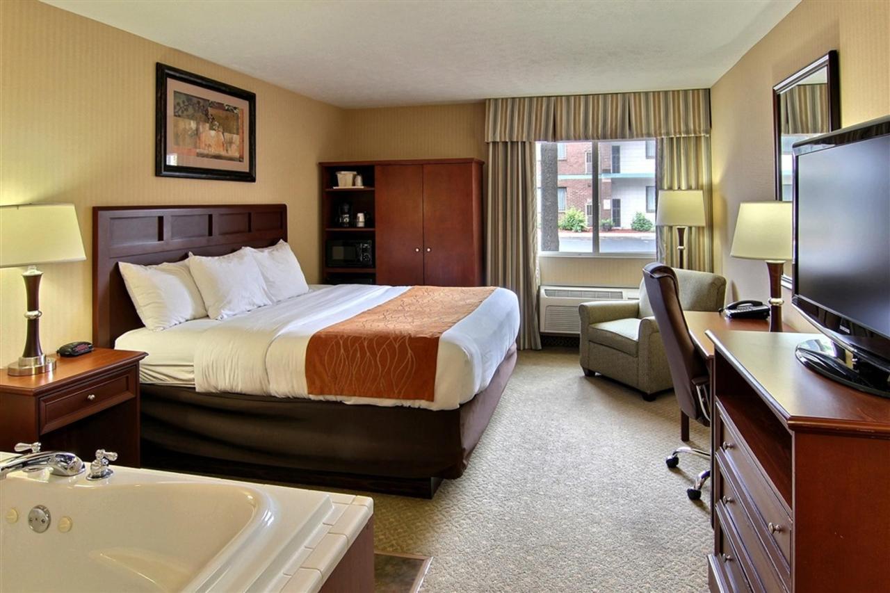 king-hot-tub-room-3.JPG.1024x0.JPG