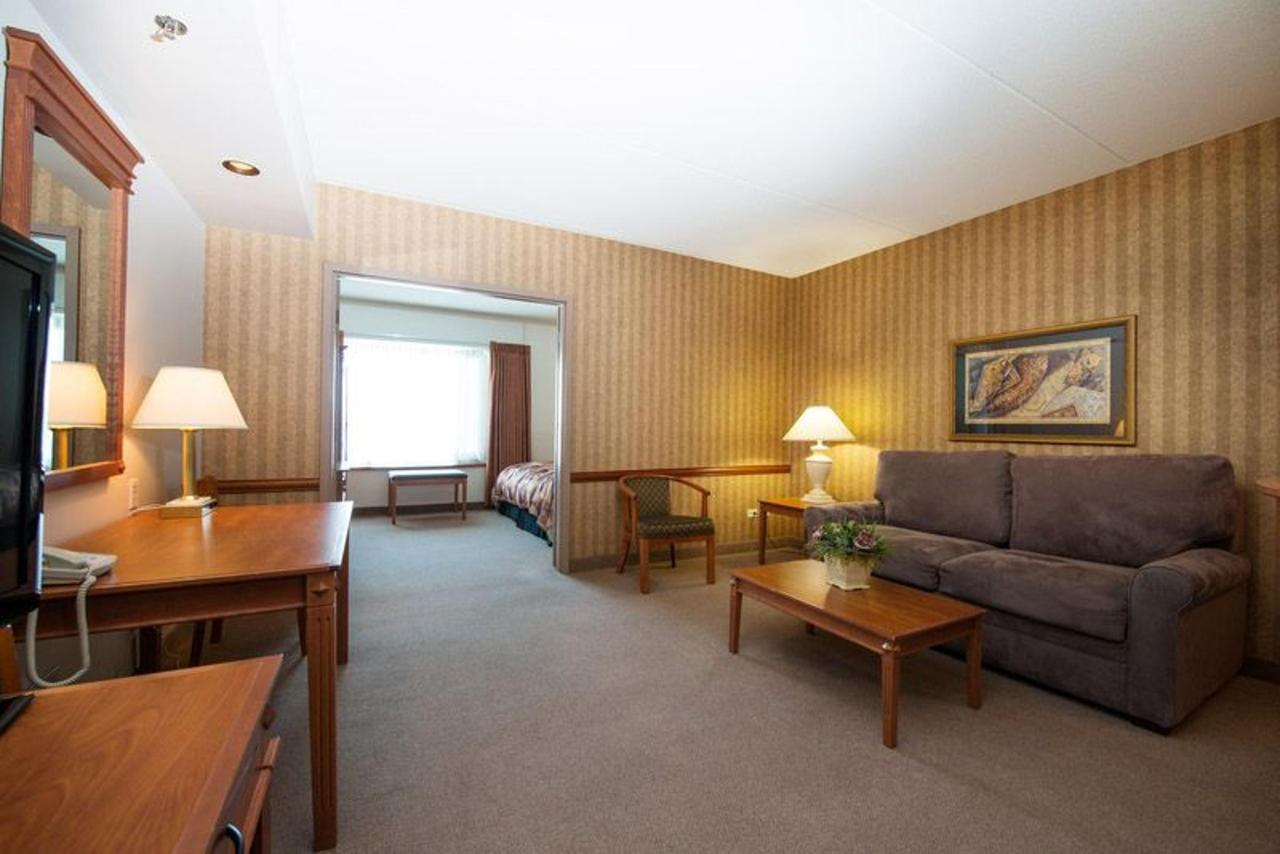 copy-of-snq-shnq-snk4-living-room.jpg