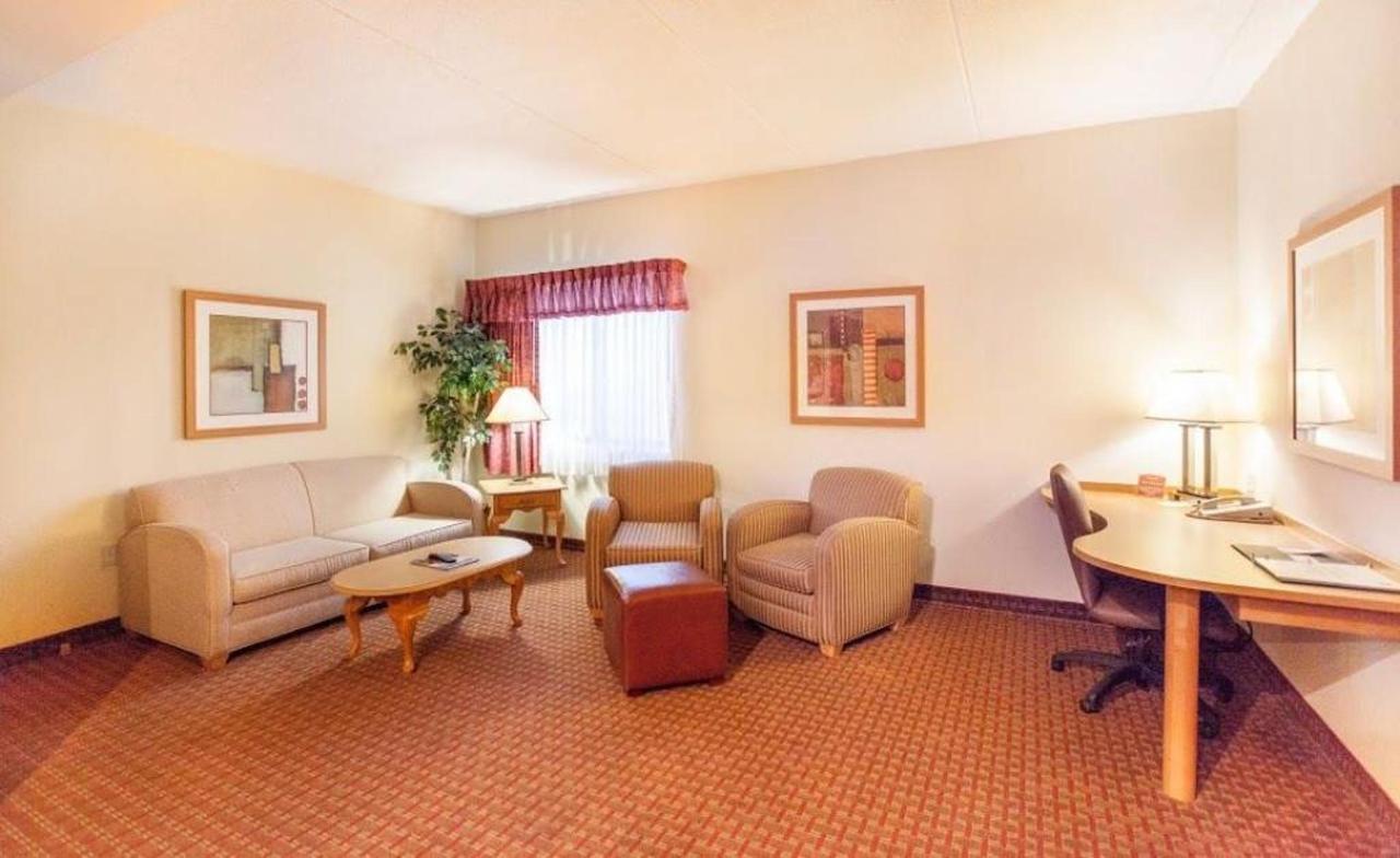 honeymoon-suite-6.jpg.1024x0.jpg