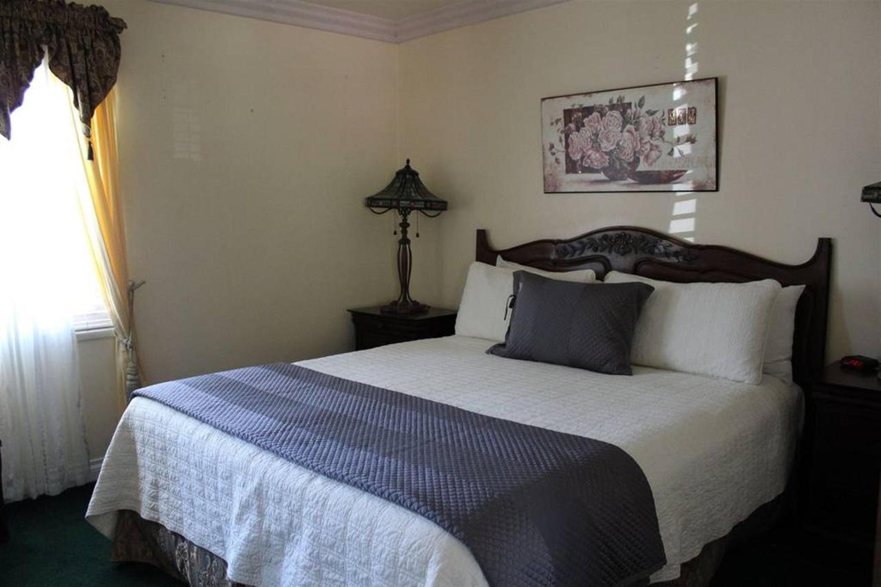 chardonnay-rm-5-bedroom.JPG.1024x0.JPG