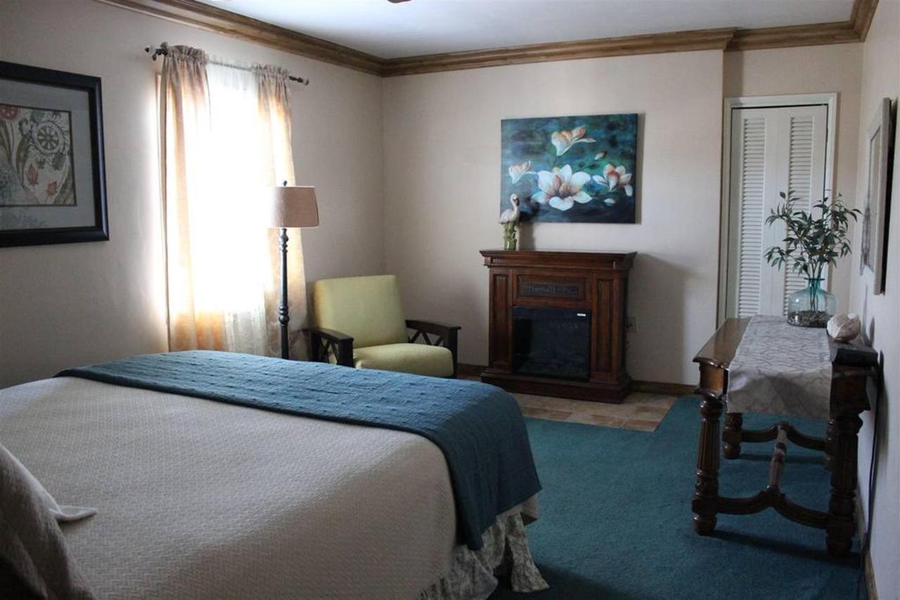 laguna-beach-rm-7a-bedroom.JPG.1024x0.JPG