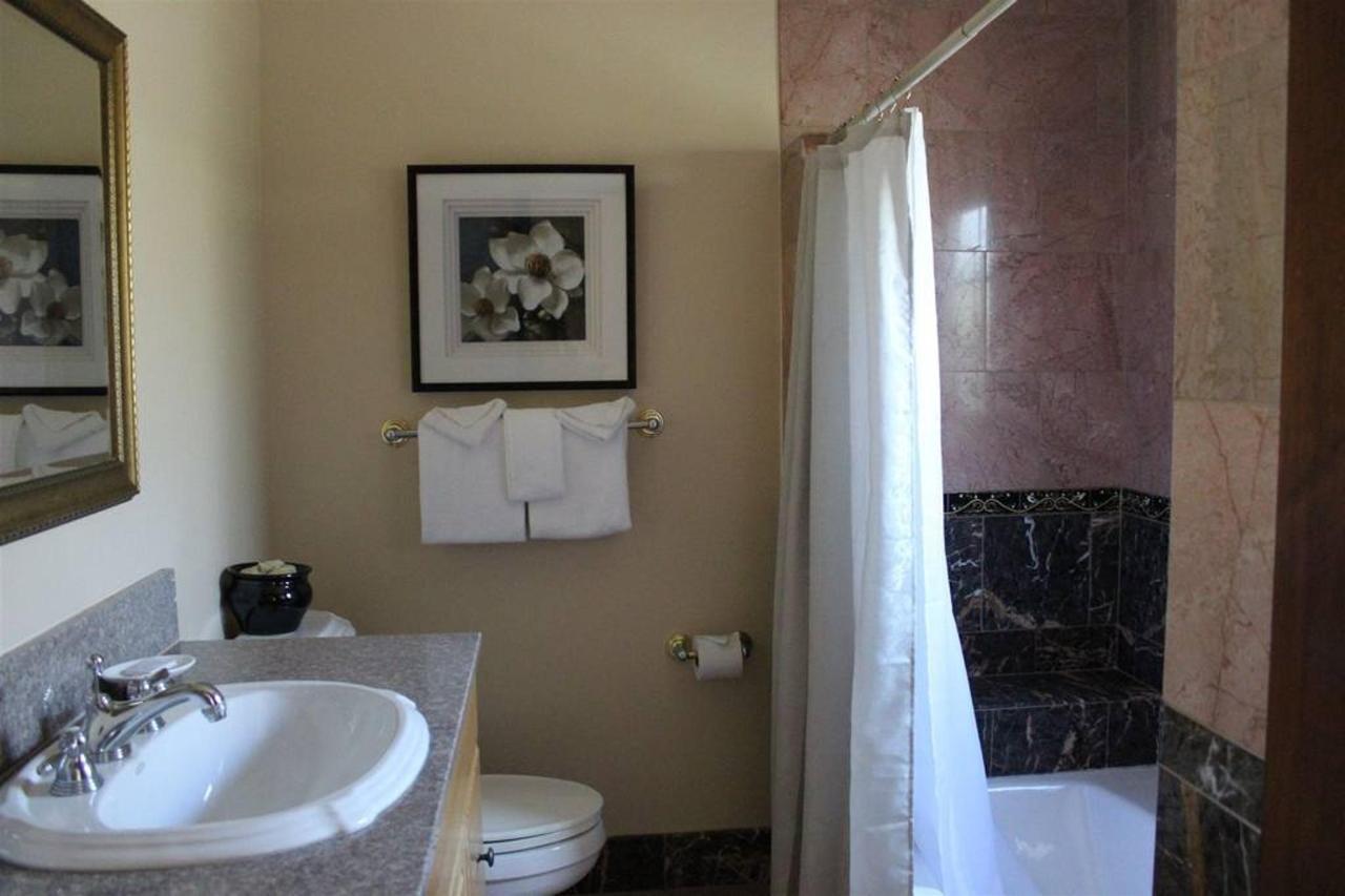 los-olivos-rm-3-bathroom.JPG.1024x0.JPG