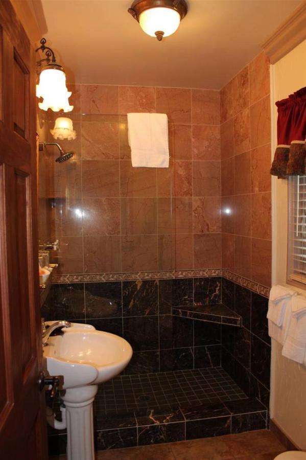 santa-ynez-rm-1-bathroom.JPG.1024x0.JPG