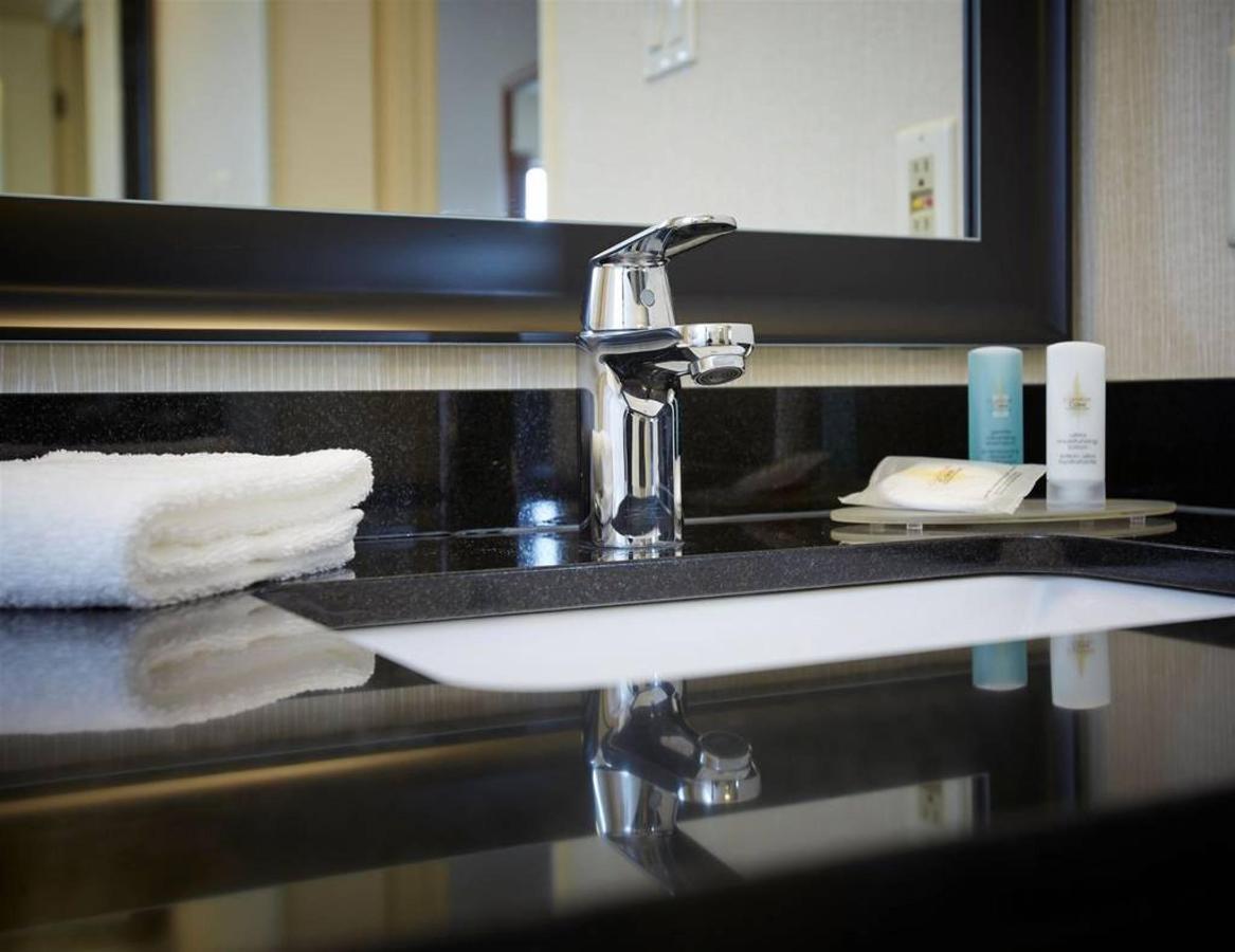vanity-amenities-2.jpg.1024x0.jpg
