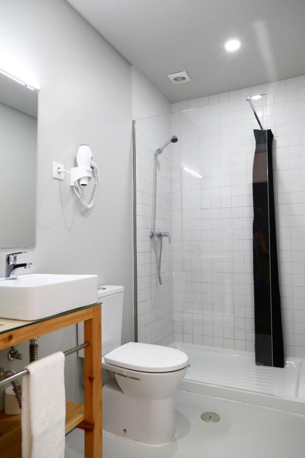 Private bathrooom on deluxe private room- City's Hostel Ponta Delgada.jpg