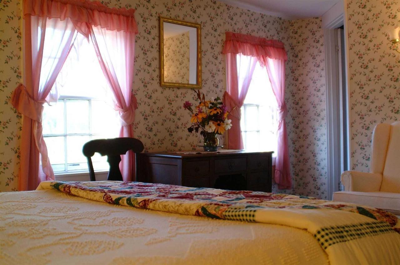 room-s4.jpg.1920x0.jpg