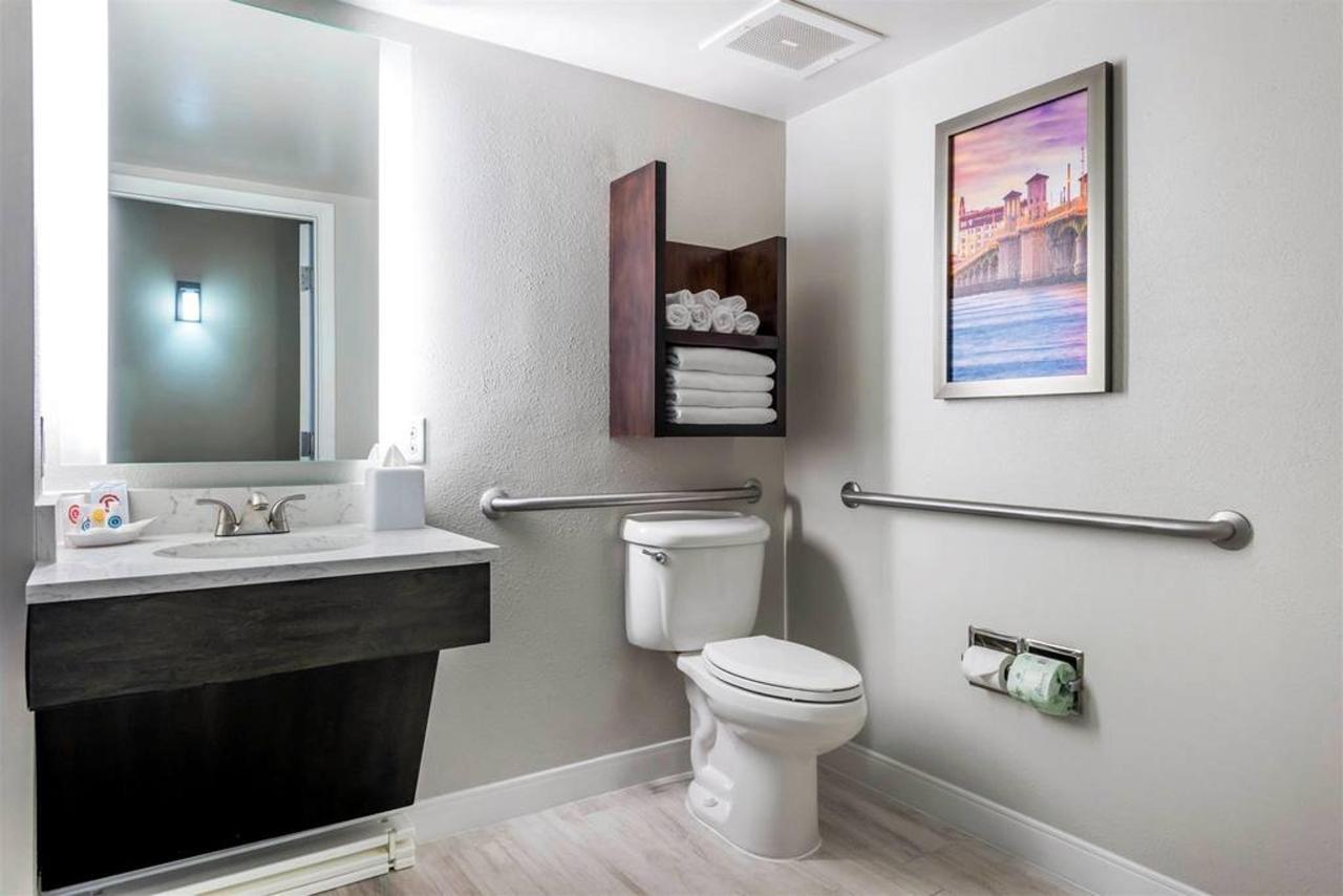 fl969hbathroom1-1.jpg.1024x0 (1).jpg