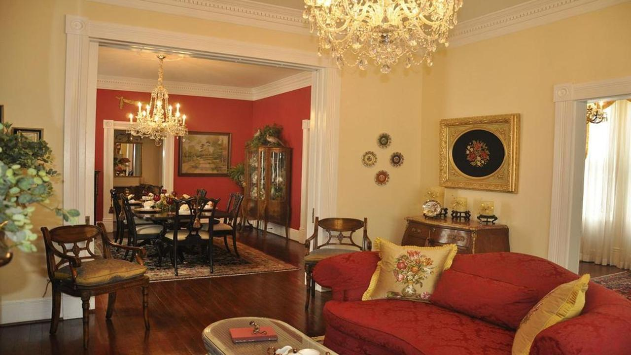 caroline-house-sitting-area-n-dining-room-for-web2.jpg.1024x0.jpg