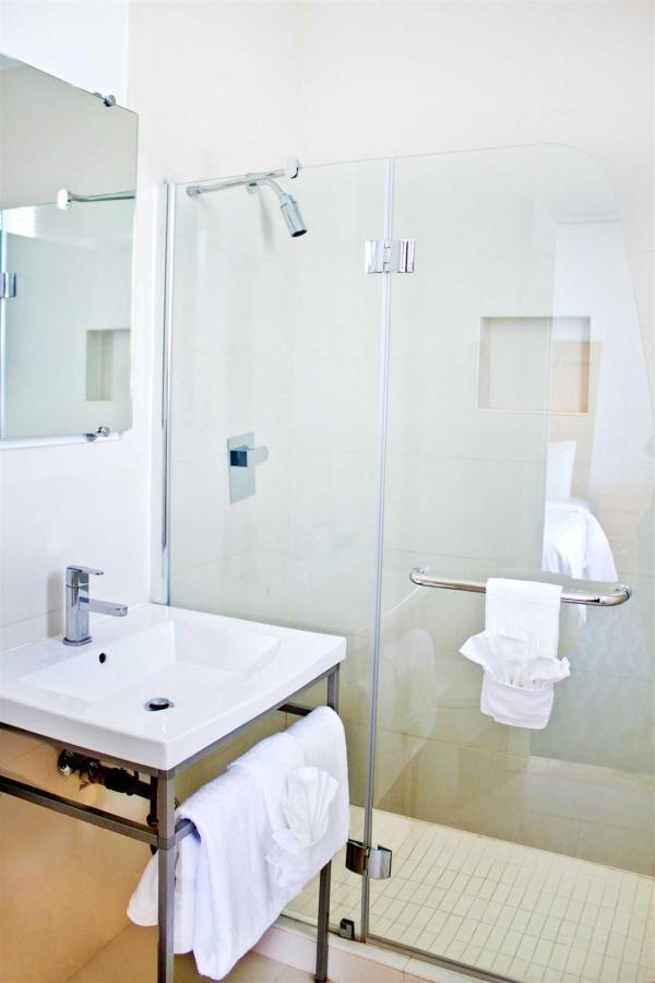 maj-new-bath.jpg.1920x0.jpg