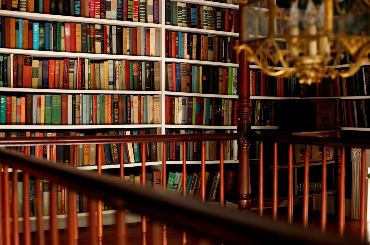guestroom-library-suite-14-2684686473-o1.jpg.1920x0.jpg