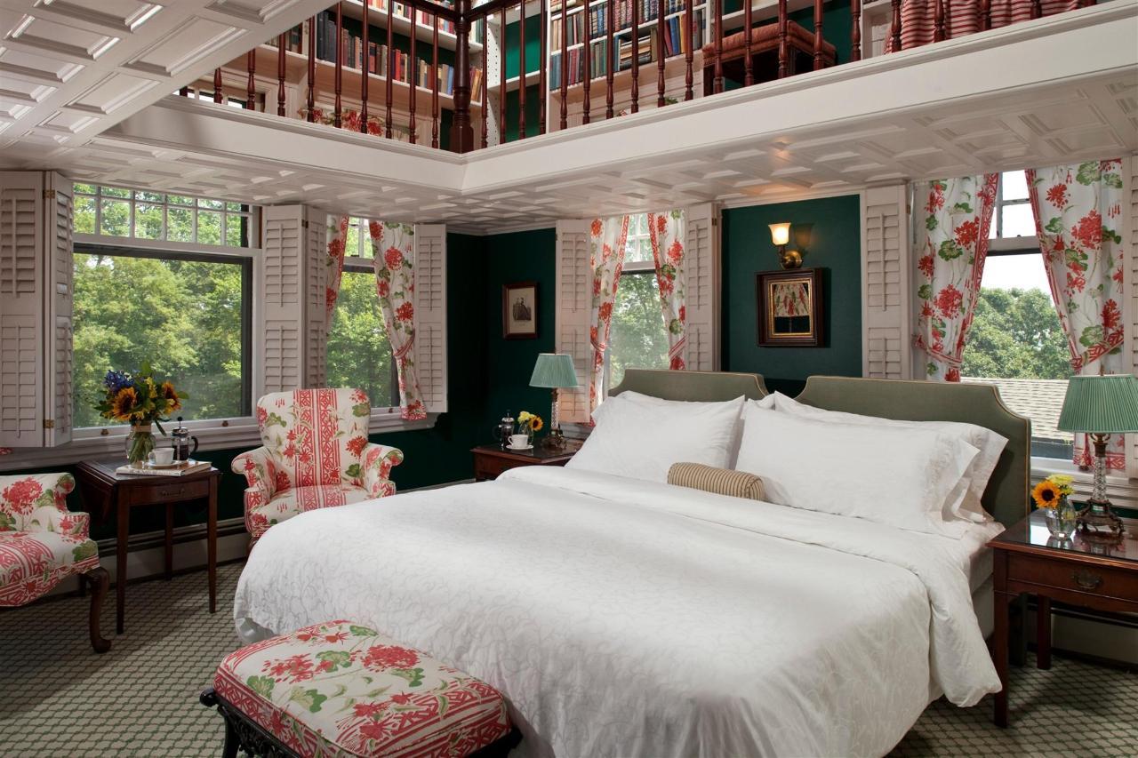 guestroom-library-suite-4-2684685858-o1.jpg.1920x0.jpg