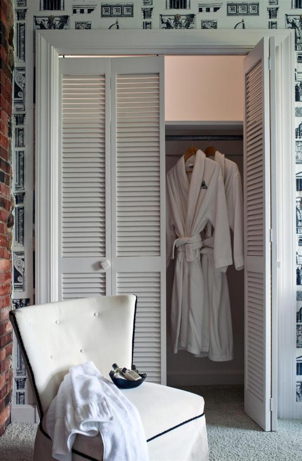 guestroom-versailles-4-2684688090-o1.jpg.1920x0.jpg