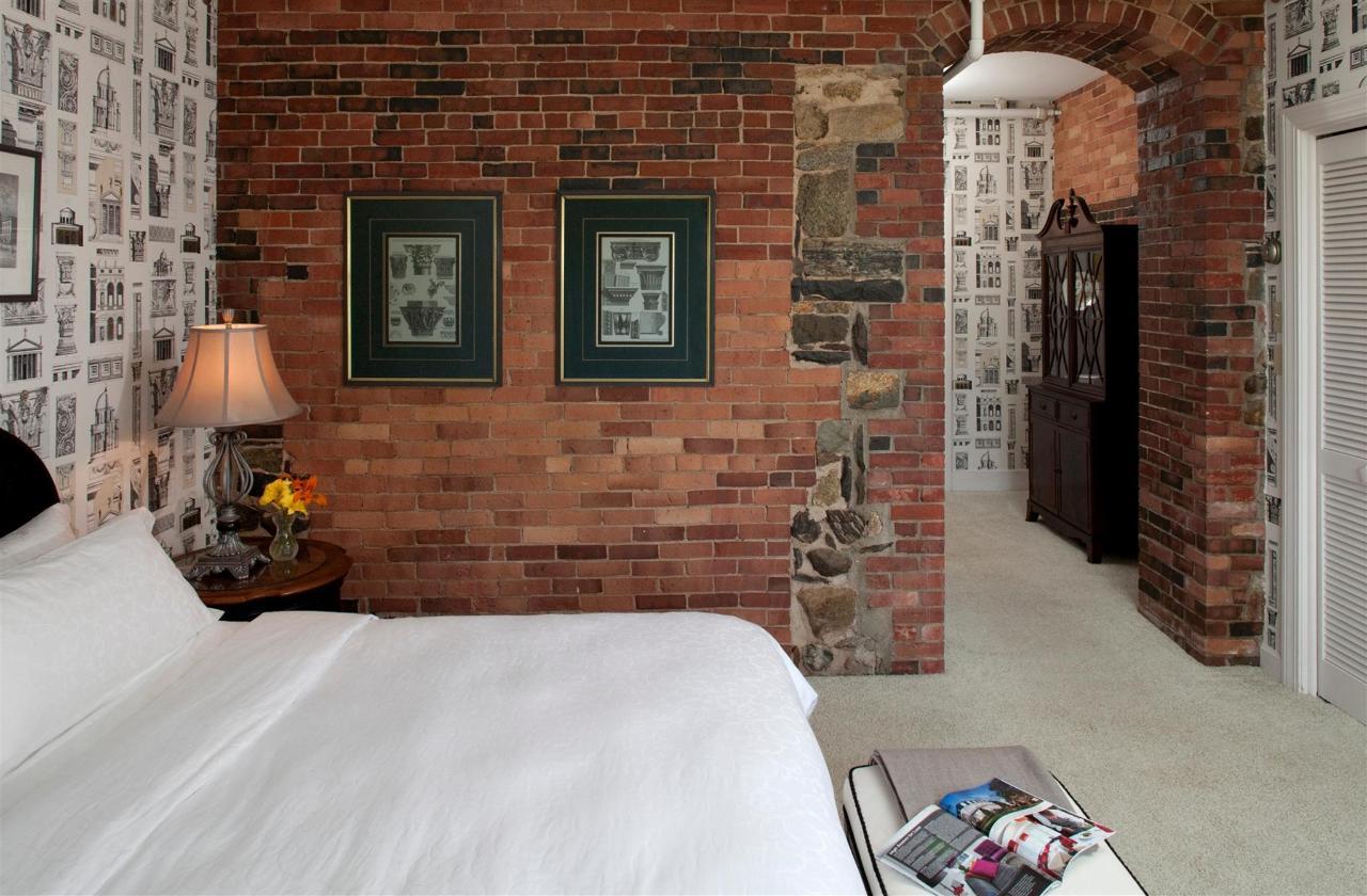 guestroom-versailles-2-2684688044-o1.jpg.1920x0.jpg
