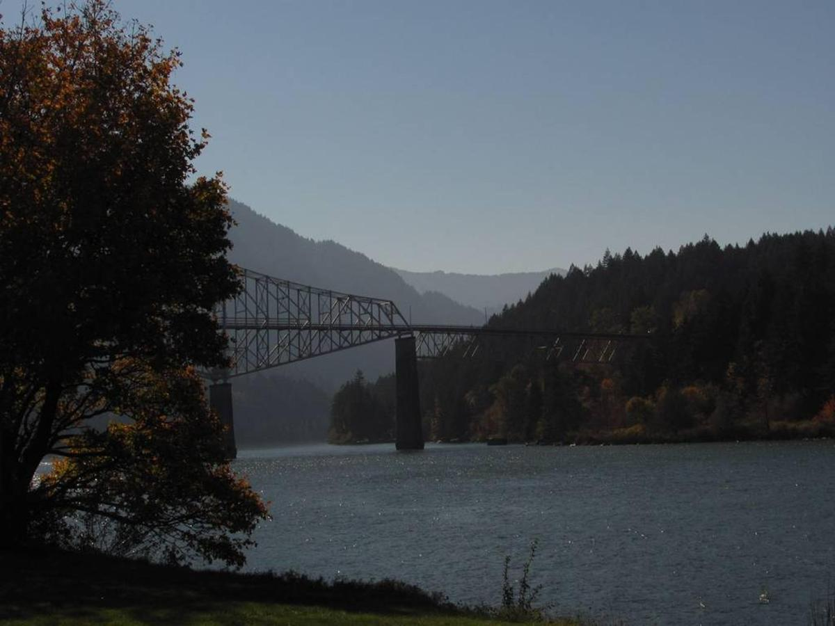 Bridge Of The Gods view from the park at Cascade locks - photo Loree Harrell.jpg