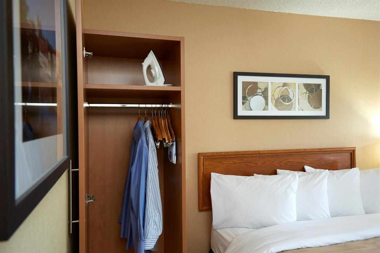 guestrooms-offer-loads-of-closet-space.jpg