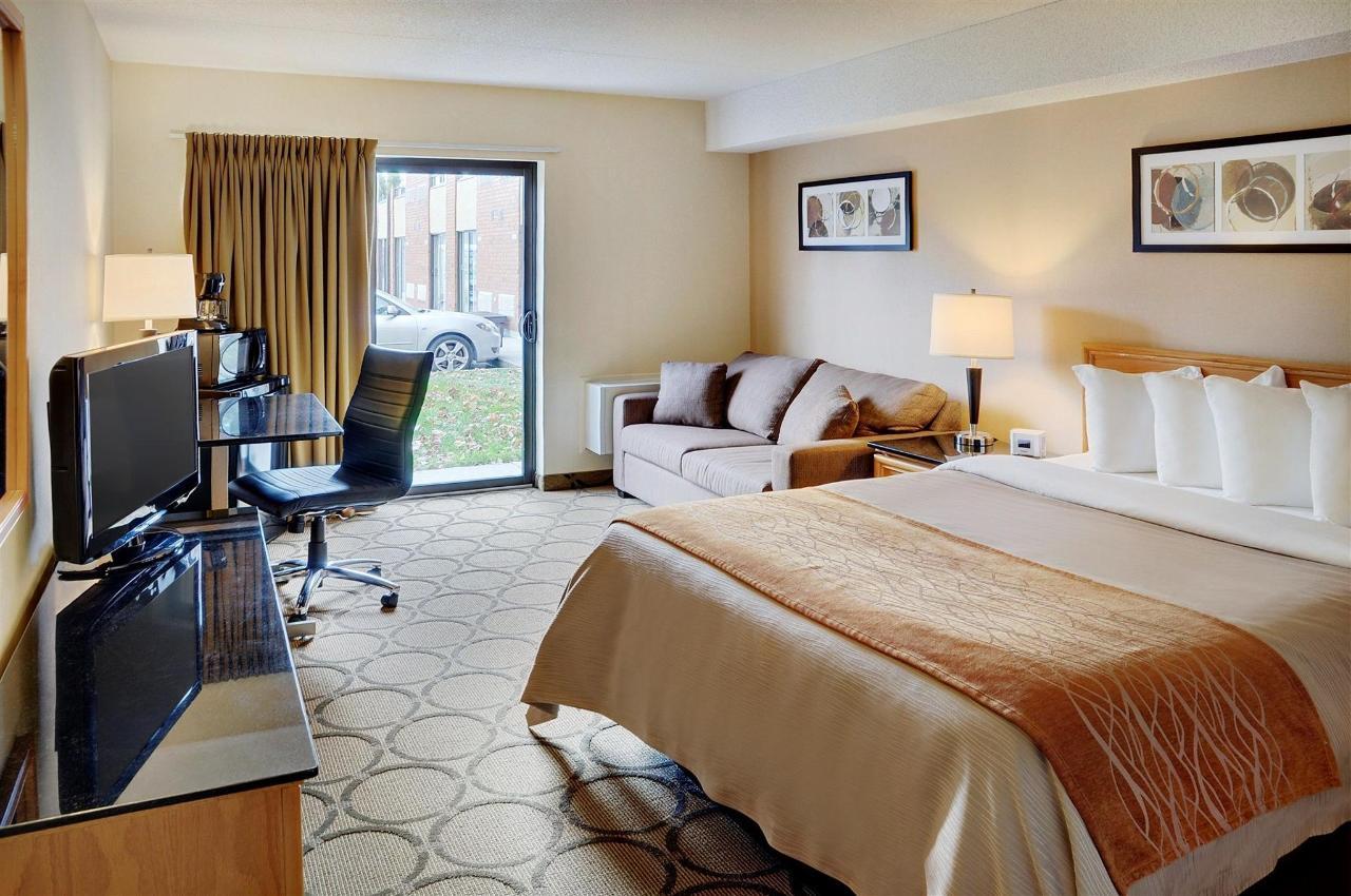 guestroom-with-pillowtop-queen-drive-up-patio-door-access1.jpg