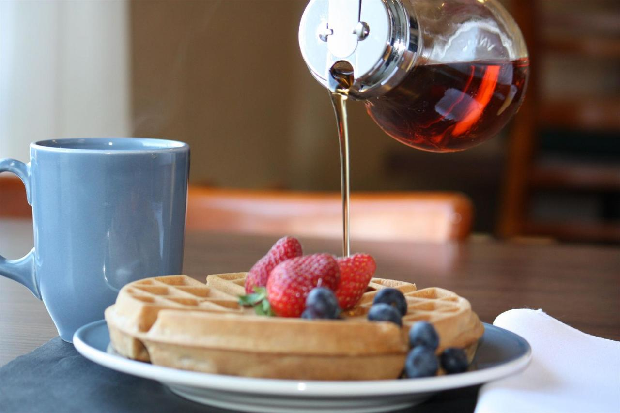 new-hot-breakfast-featuring-delicious-waffles.JPG