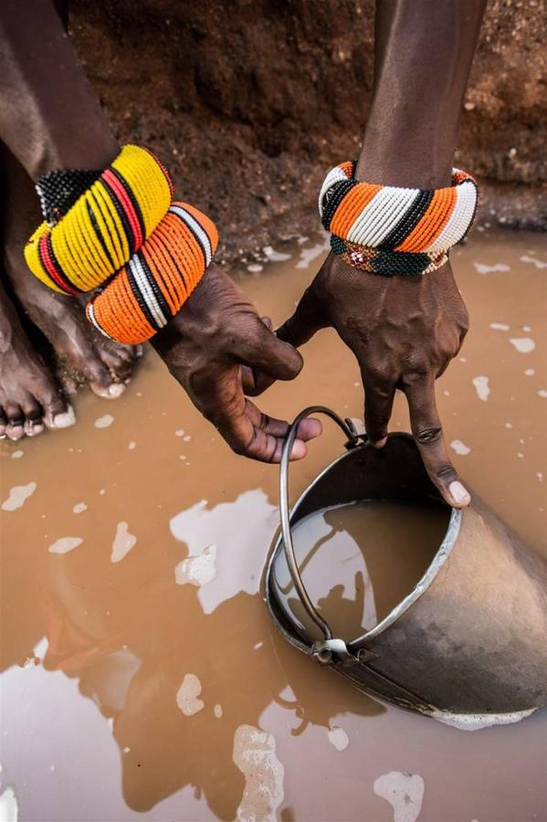 Collecting water from the wells.jpg