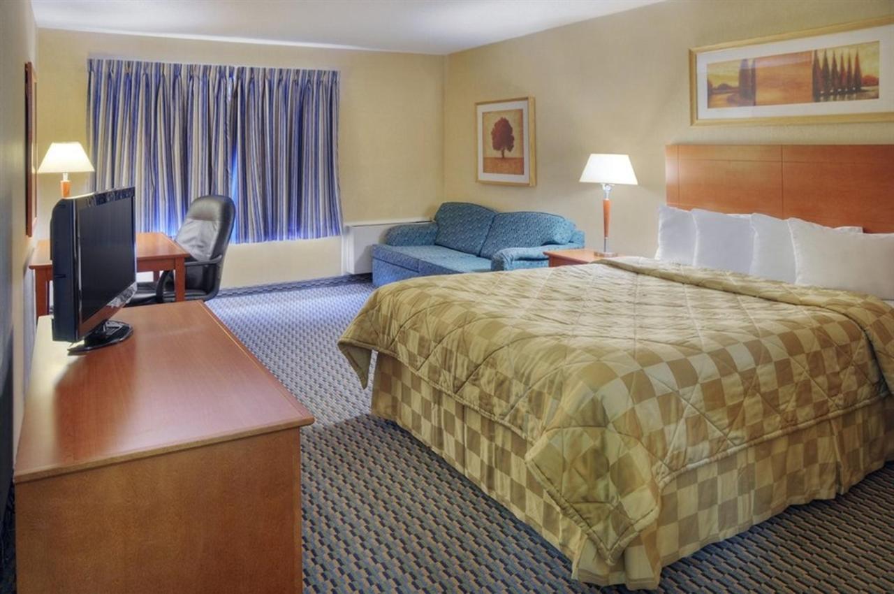 comfort-inn-bed-5.jpg.1024x0 (1).jpg