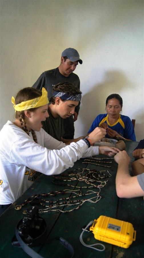 suchipakari-lodge-volunteers.JPG