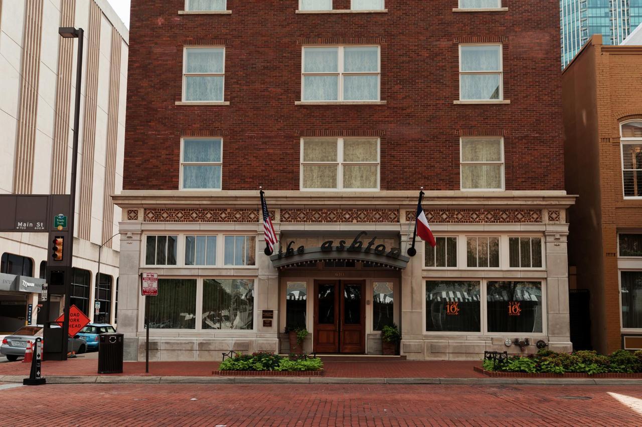 Downtown Fort Worth Ashton Hotel.jpg