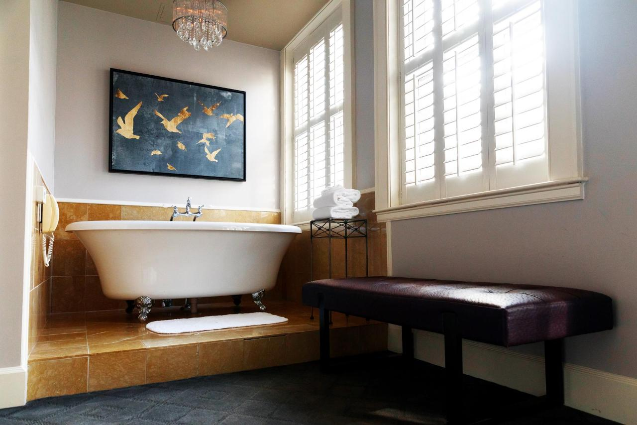 Romance Jacuzzi Room.jpg