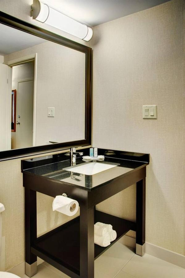 new-guestroom-bathroom.jpg.1024x0.jpg