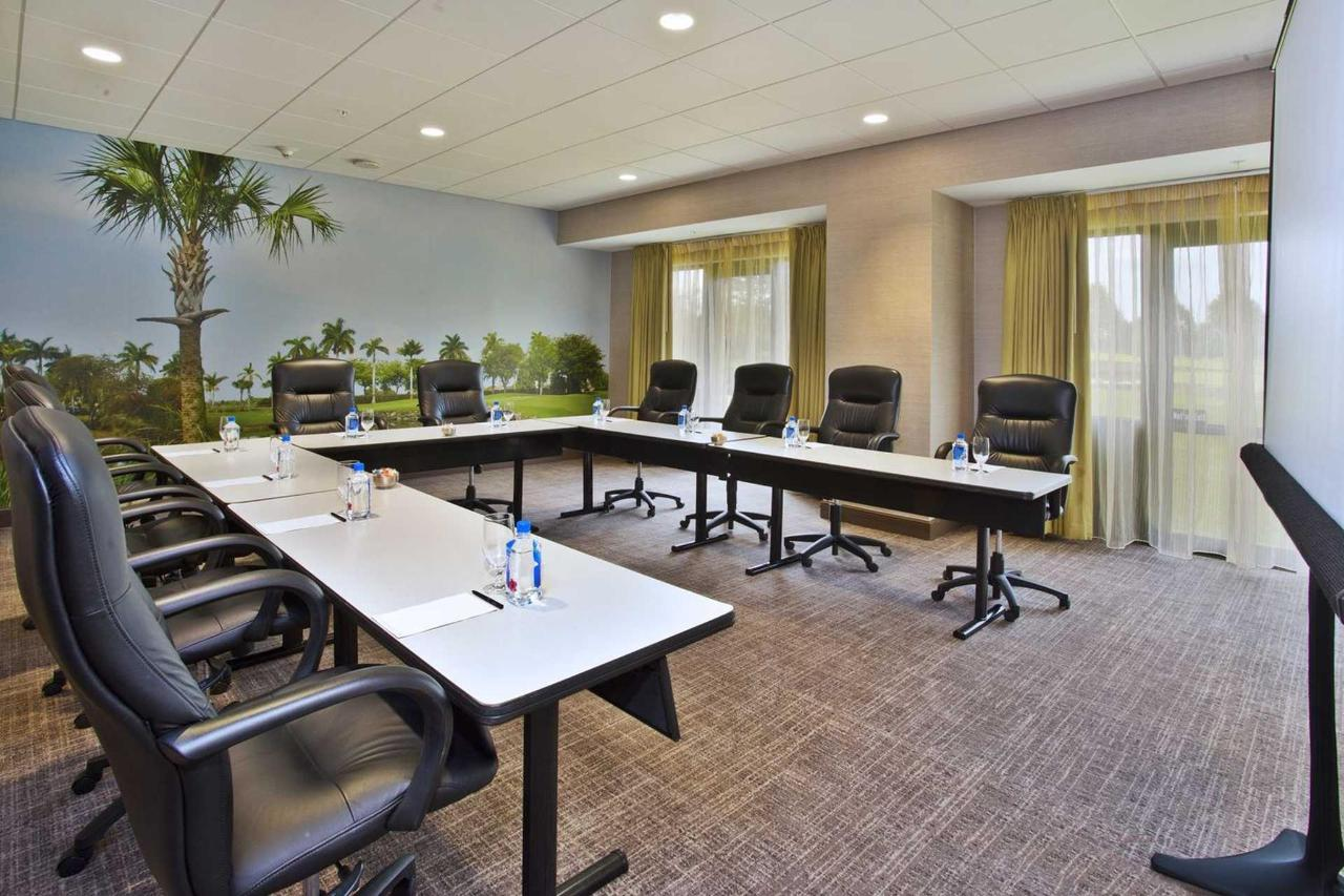 Several Meeting Rooms with windows