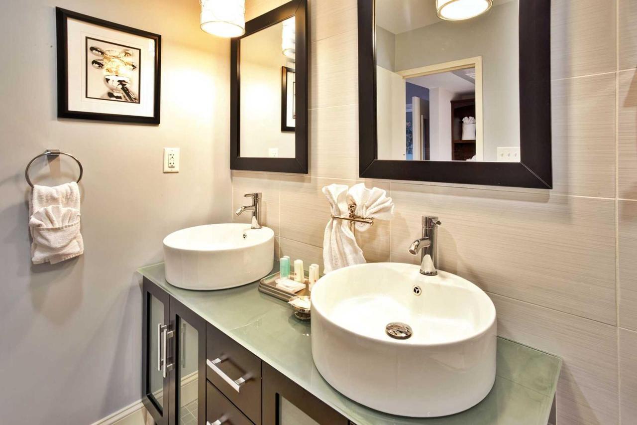suite_bathroom.jpg.1920x0 (2).jpg