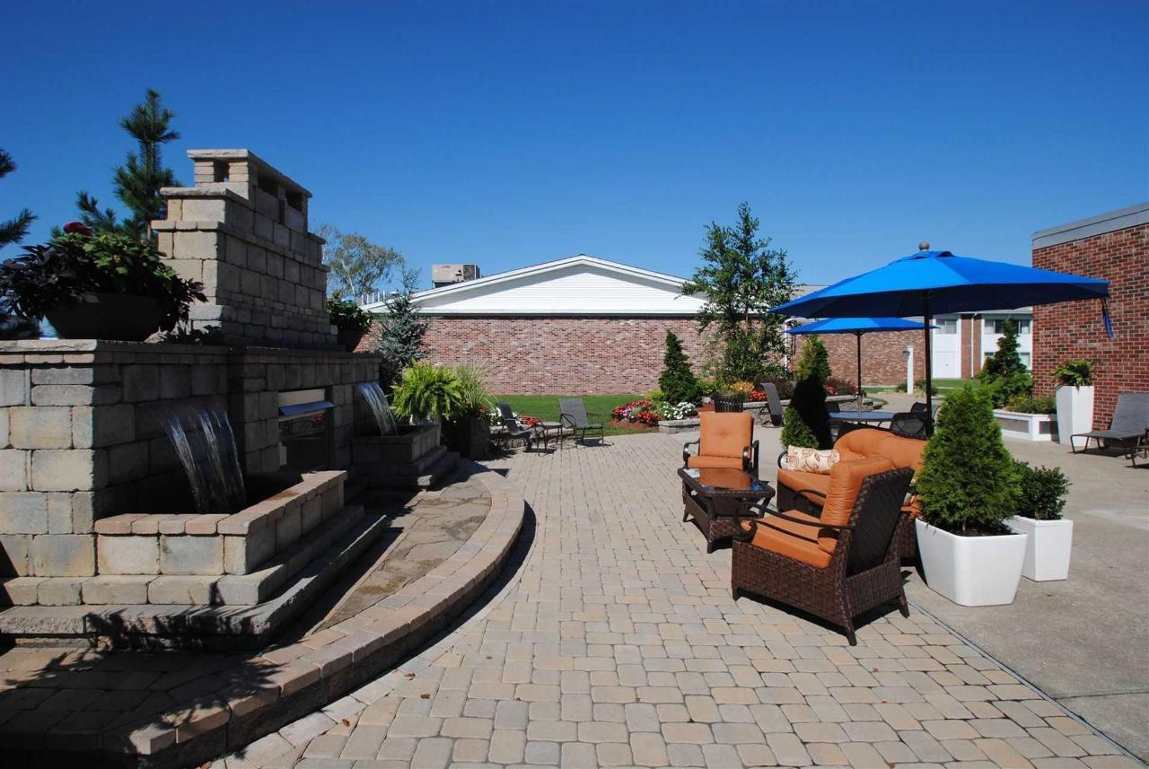 courtyard-a1.JPG.1920x0.JPG