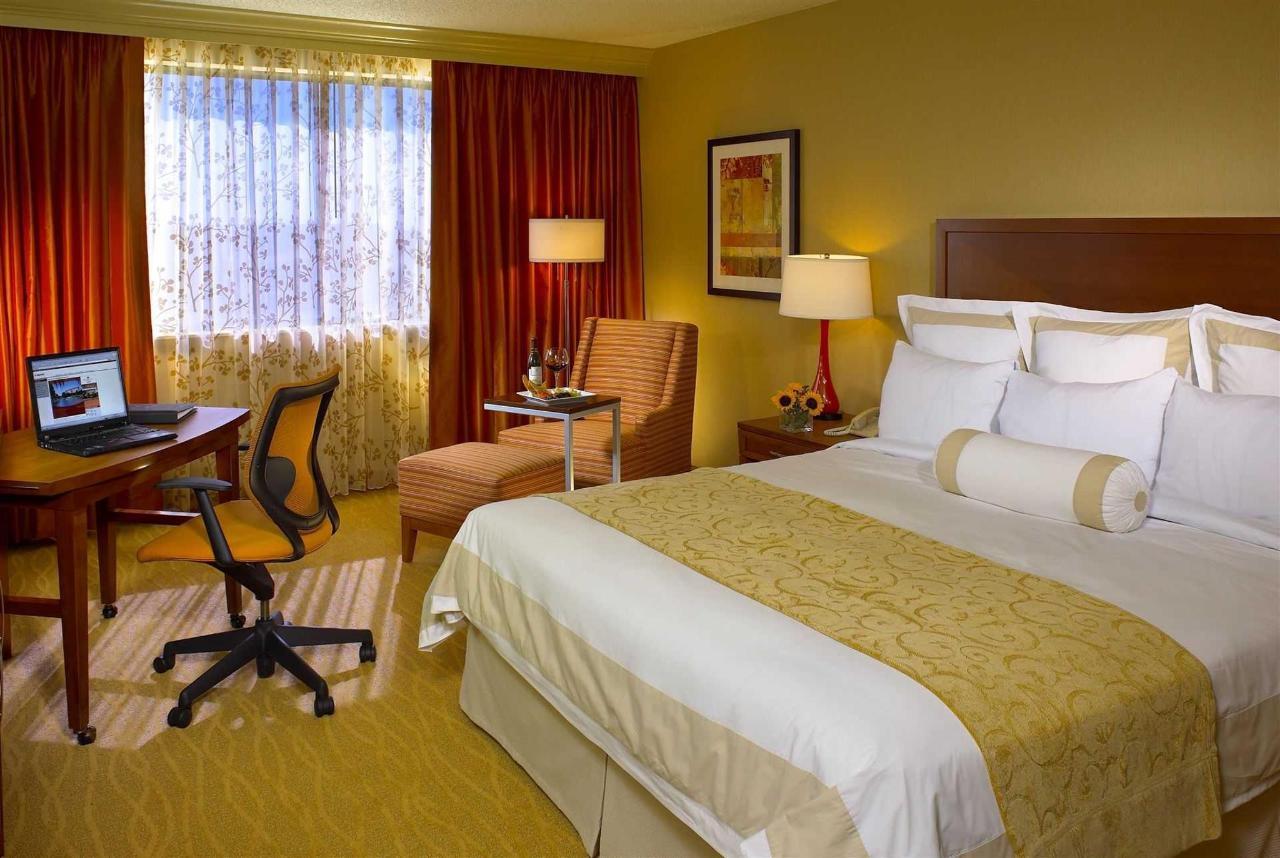 57080665-guest-room1.jpg.1920x0 (2).jpg