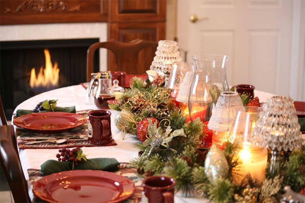 table-at-christmas-time.jpg.1920x0.jpg