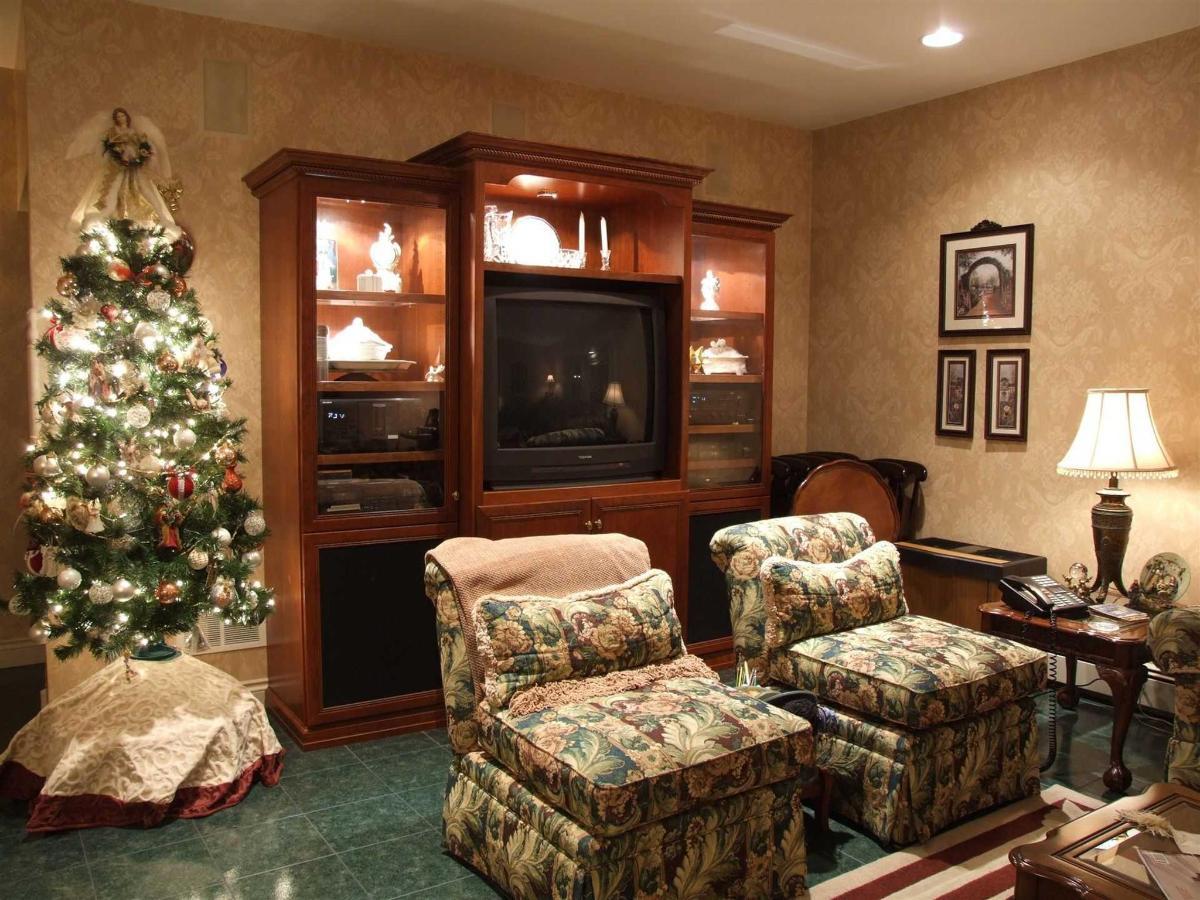 christmas-tree-1.JPG.1920x0.JPG